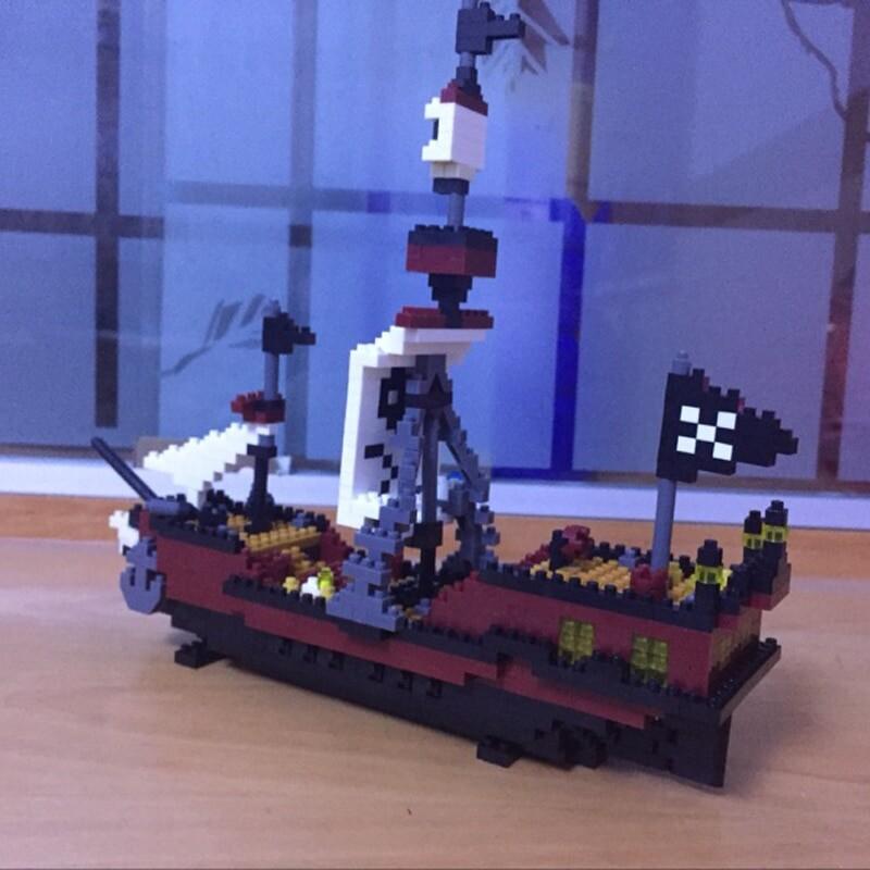 YZ 66505 Large Caribbean Pirate Skull Ship