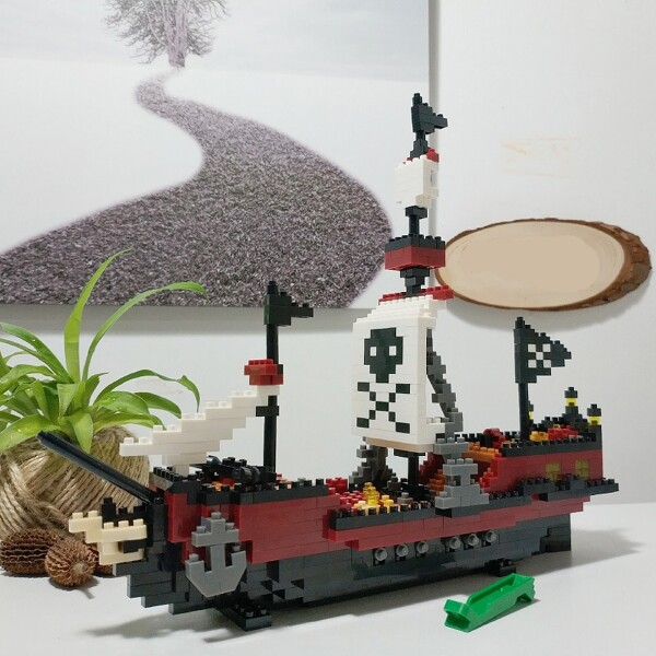 YZ 66505 Large Caribbean Pirate Skull Ship