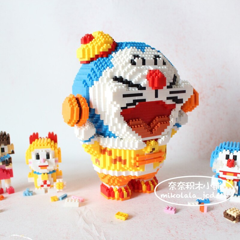 LBOYU 7097 Doraemon Holds Dorayaki