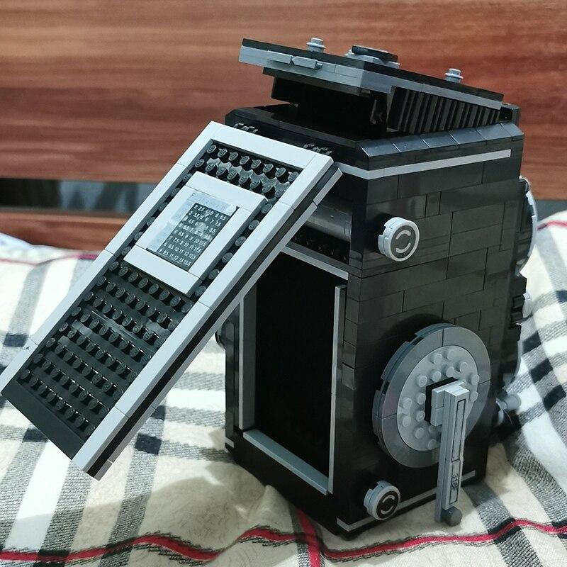 Lin 00847 Hand Operated Retro Camera