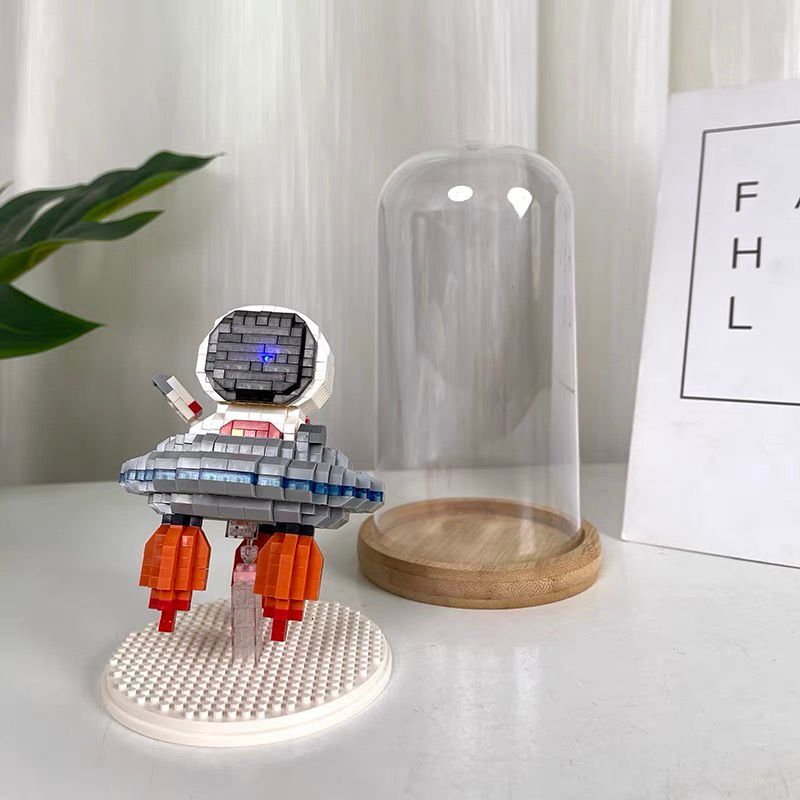 Wise Hawk 2694 Space Advanture Astronaut with UFO Fly Saucer