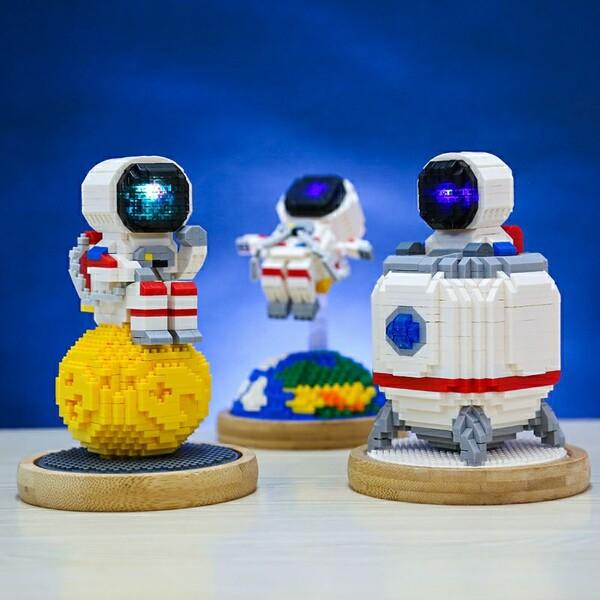 WISE HAWK 2683-2685 Space Astronaut